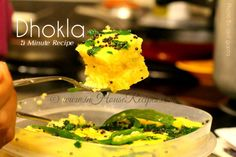 Instant Gujrati Besan Dhokla in Microwave. Steam fluffy Khaman Dhokla at home in 12 minutes with video in hindi and pictures. No Oven required. Khaman Dhokla, 5 Minute Meals, Curry Leaves, The Dish, Microwave, Breakfast Recipes, Oven, Vegetarian, Dishes