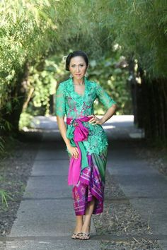 fabulous green and pink Kebaya Bali, Batik Kebaya, Modern Kebaya, Kebaya Brokat, Balinese, Fashion Outfits, Womens Fashion, Party Dress, Traditional