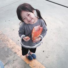 Cô bé 3 tuổi khuấy đảo Instagram với vẻ ngoài siêu đáng yêu