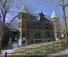 Montreal's Angus-McIntyre home on Peel Street has changed little in 100 years. Montreal Quebec, Quebec City, Historic Houses, Genealogy, Places To Visit, Mansions, Street, House Styles, Travel