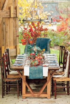 Fall Dining Outdoors at ModVintageLife.com