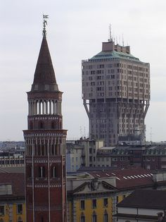 Completed in 1958 in Milan, Italy. Mixed in with the Gothic Cathedrals, buildings, sculptures and domes of Milan, the Torre Velasca stands out as one of the few modern buildings in the. Milan Italy, Modern Buildings, Brutalist, Empire State Building, Exterior Design, Architecture Design, Cathedral, Places To Visit, Tower