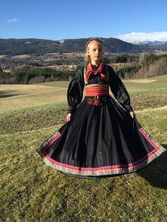 Norwegian girl wearing a beltestakk Listen To Quran, Learn Quran, Folk Costume, Costumes, Islam Religion, Medieval Dress, Belly Dancers, Girls Wear, Traditional Dresses