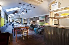 The Shed, Notting Hill. slice of country life at city hideaway. Restaurants In Notting Hill, British Restaurants, London Restaurants, London Hotels, Rustic Restaurant, Restaurant Bar, Restaurant Interiors, Store Interiors, Vegetarian London