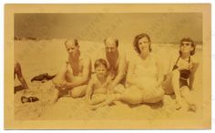 Jackson Pollock, Clement Greenberg, Helen Frankenthaler, Lee Krasner and an unidentified child at the beach, 1952 July