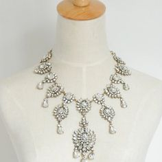 LARGE CRYSTAL STATEMENT PIECE CHUNKY GOLD NECKLACE Large chunky crystal statement necklace.  NO TRADES OR QUESTION COMMENTS FROM NON SERIOUS BUYERS DO NOT LOWBALL PRICE IS FIRM Jewelry Necklaces