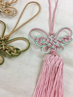 안녕하세요. ~^^광화문문화센터 전통매듭강좌입니다. 전통매듭은 매듭끈을 가지고 전통매듭기법을 전통노리... Paracord Knots, Tassel Necklace, Tassels, Korean, Chinese, Articles, Diy Crafts, Jewelry, Fashion