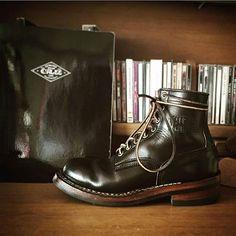 beautyful heel line  . . #워크웨어#아메리칸캐쥬얼#아메카지#화이츠#화이츠부츠#레드윙#웨스코#스모크점퍼#세미드레스#워크부츠#아웃핏#workwear#americancasual#whites#whitesboots#redwingboots#redwing#wesco#wescoboots#smokejumper#semidress#workboots#dressboots#menstyle#mensweardaily#mensboots#ooftd#usbootsfreak