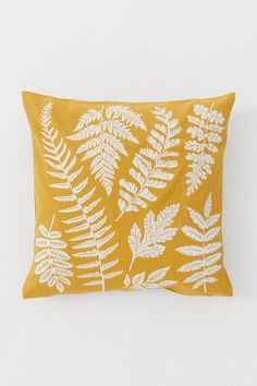 Cushion cover in woven organic cotton fabric with an embroidered design at front. Concealed zipper at one side. Grand Vase En Verre, Gift Card Shop, Embroidered Cushions, H & M Home, Music Gifts, H&m Gifts, Fashion Company, Neue Trends, Organic Cotton