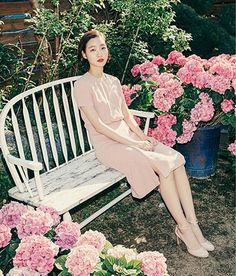 봄날의 만개(滿開), 김고은 : 네이버 매거진캐스트