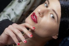 Reverse French Manicure: The Hottest Thing Among The Paparazzi - Mode, Schmuck, Make-up, Schuhe, Tattoo Modelle Reverse French Manicure, Half Moon Manicure, Runway Nails, Lip Tips, Nagellack Design, Beauty Games, Beauty Shots, Nail Tutorials, Gorgeous Nails