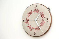 Framegroup / Lucy s číslami, ručne vyšívané nástenné hodiny