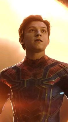 Tom Holland's version of the spiderman😍 Tom Holland Peter Parker, Spiderman Movie, Amazing Spiderman, Marvel Comics Superheroes, Marvel Heroes, Siper Man, Tom Holand, Baby Toms, Tommy Boy