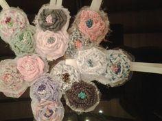 Vinchas  elasticas decoradas con p Rosetas  de tela y tul