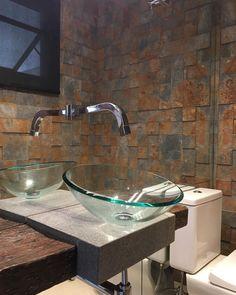 Cuba de vidro: 70 ideias para impressionar com a beleza da transparência – Tua Casa New Years Eve Party, Sink, House, Design, Home Decor, Style, Toilet Decoration, Small Shower Room, Red Glass