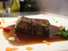 Filetto al Cassis - Rinderfilet vom Grill auf Cassisauce mit Rosmarinkartoffeln und Gemüse