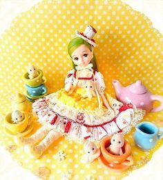 あ~っというまに3月ー❕ って思うと憂鬱になるけど  春になるのは嬉しい✨てことで  妖精さんたちとお茶会?なきらちゃん☕✨✨  *    #リカちゃんフレンド #きらちゃん #リカちゃん  #liccadoll #licca #doll #kawaii #春 #spring #シルバニアファミリー #妖精