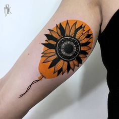 Sunflower and Balloon Tattoo by Marta Kudu Beautiful Flower Tattoos, Pretty Tattoos, Cute Tattoos, Unique Tattoos, Leg Tattoos, Black Tattoos, Tattos, Clock Tattoo Design, Tattoo Designs