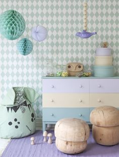 pastel - lilac - pasteller - room - indretning - lilla - interioer - home-decor - kids - kinderkamer - interieur - lila - vloerkleed - mintgroen - accessoires -  commode - paddestoelen