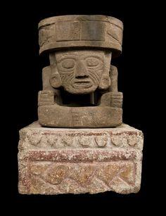 Altar tallado en bajorelieve,con escultura del Dios del Fuego,Huehueteolt. Es de roca volcanica.  Museo de Antropologia e H.de Mexico