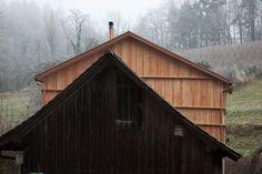 Neubau in Holz für den Betriebsleiter einer historischen Sägerei Shed, Outdoor Structures, Cabin, House Styles, Home Decor, Wooden Cottage, New Construction, Architecture, Homemade Home Decor