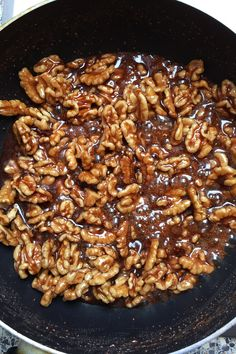walnuts with cinnamon - You don't need more than four ingredients for these burned walnuts. A super delicious, Christm -Burnt walnuts with cinnamon - You don't need more than four ingredients for these burned walnuts. A super delicious, Christm - Vegan Sweets, Vegan Snacks, Vegan Recipes, Snack Recipes, Christmas Treats To Make, Paleo Meal Plan, Roasted Almonds, Easy Desserts, Cinnamon