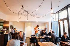 Als een vos in de nacht verovert het totaalconcept de Gentse horeca scène. Vos is naast een uniek restaurant ook een koffiebar én catering bedrijfje.