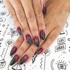 """""""#PointyNails ❤️❤️❤️ diseño en degrade en bordo, negro y glitters  #Nails #AcrylicNails #esculpidas #acrilicas #esmaltadas #Polishlovers #nailpro…"""""""