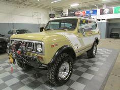 1975-International-Scout-345-v8-Tan-Rallye