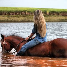 FYeah Country Girls FYeah Country Girls - Art Of Equitation Foto Cowgirl, Cowgirl And Horse, Horse Love, Horse Riding, Trail Riding, Pretty Horses, Beautiful Horses, Western Riding, Cow Girl