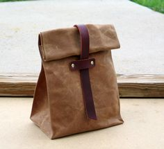 Waxed Canvas and Leather Lunch Tote Waxed Canvas Lunch por Zakken, $39,50