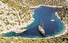 Can you imagine of a better place to spend the night? #YachtcharterTurkei #YachtcharterWestKuste