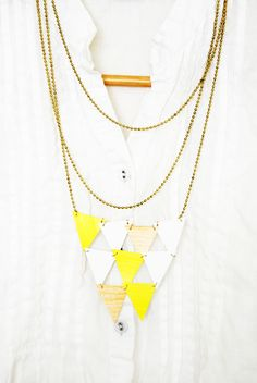 DIY: triangle paper necklace