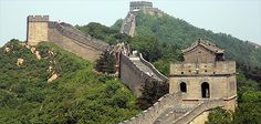 de chinese muur - Google zoekenDe Chinese Muur, ook wel Grote Muur geheten (in het Chinees 长城 pinyin: Chángchéng Chang Cheng, Lange Muur), is een muur die in het noorden van China ligt en zo'n 6200 kilometer