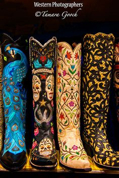 A photo of some custom western cowboy boots ~ wicked! love love love these boho baby:) Cowgirl Chic, Cowgirl Style, Boots Cowboy, Custom Cowboy Boots, Western Wear, Western Boots, Western Cowboy, Botas Boho, Mode Country
