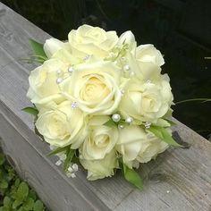 Bruidsboeket met creme grote rozen