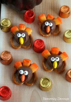 Pretzel Turkeys - Perfect Thanksgiving Treat! I might make these for the kids at school.