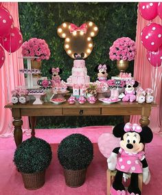 with ・・・ Mais uma de hoje! Minnie Mouse Birthday Decorations, Kids Birthday Themes, Minnie Birthday, 1st Birthday Girls, Diy Party Decorations, Birthday Bash, Birthday Parties, Minnie Mouse Pink, Minnie Mouse Party
