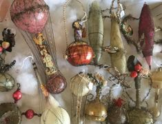 Victorian Christmas Ornaments, Tabletop Christmas Tree, Vintage Ornaments, Vintage Christmas, Christmas Things, Christmas Ideas, Christmas Bulbs, Christmas Decorations, Holiday Decor