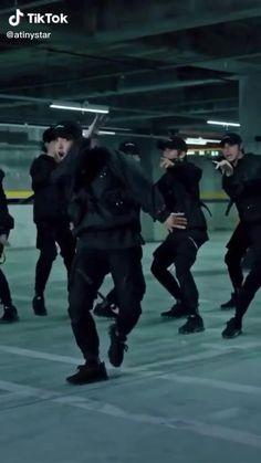 Cool Music Videos, Dance Music Videos, Dance Choreography Videos, Dance Moms Videos, Hip Hop Dance Videos, Korean Actors, Korean Actresses, Cool Dance Moves, Dance Kpop
