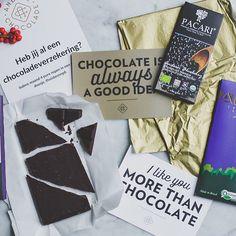 Heb je de 'leuke dingen' van de afgelopen week van de Groene Meisjes al gelezen? Andere Chocolade is dabei! En hoe!  @jamiegroenemeisjes en @merelgroenemeisjes maakten ook nog eens deze te gekke foto  Mijn weekend kon niet meer stuk dat begrijp je . #groenemeisjes #blog #duurzaam #chocolade #box #december #review #groen #biologisch #vegan #fairtrade #directtrade #kerst #cadeau #chocola #anderechocolade #chocoladeverzekering #chocolate #pacari #amma #chocolatemakers #originalbeans