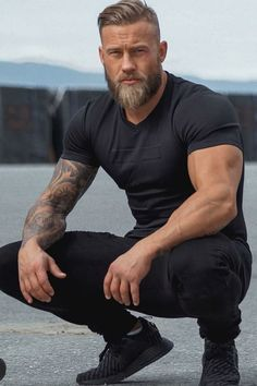 15 Best and Coolest Beard Styles For Men - Trends in 2019 Trendy Mens Haircuts, Popular Mens Hairstyles, Trendy Hairstyles, Men's Haircuts, Beard Styles For Men, Hair And Beard Styles, Modern Beard Styles, Men Closet, Men With Street Style
