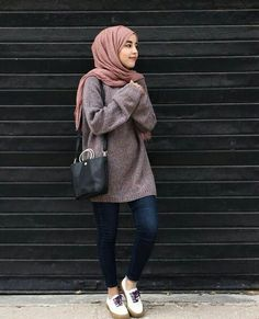 Formal Office Wear For Muslimah- Are you an office going lady who is looking for some hijab office look ideas? If you are a true lover of the hijab and want to Hijab Casual, Oufits Casual, Casual Outfits, Fashion Outfits, Casual Chic, Hijab Chic, Hijab Fashion Casual, Ootd Hijab, Stylish Hijab