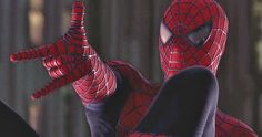 Marvel in film - 2004 - Tobey Maguire as Spider-Man - Spider-Man 2 by Sam Raimi Spiderman Sam Raimi, Spiderman 2002, Spiderman Movie, Marvel Comic Books, Marvel Dc Comics, Marvel Characters, Marvel Movies, Spider Men, Spider Man Trilogy