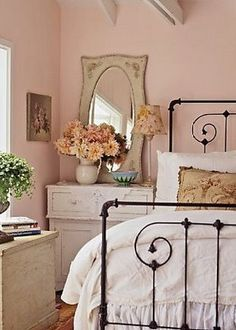 Here are the best and easy DIY Shabby Chic Bedroom Decor ideas. Shabby chic decor brings in a classic countryside vintage vibe to your Master bedroom decor. Shabby Chic Bedrooms, Bedroom Vintage, Shabby Chic Decor, Romantic Bedrooms, Small Bedrooms, Vintage Decor, Rustic Decor, Vintage Room, Bedroom Ideas For Women Vintage