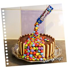 Gravity cake surprise : recette facile pour un effet impressionnant, recette pas à pas pour ce gravity cake smarties #gravitycake #cake #handmadecake #gateaususpendu #gateausmarties #gateaulevitation #smartiescake #gravitysmartiescake #gateautonneau #gateauchocolat #chocolatecake