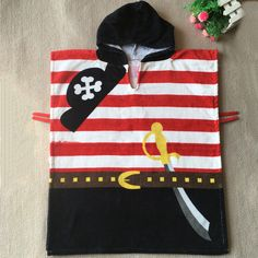 Poncho pirate à capuche pour enfants