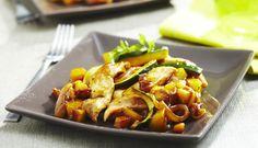 Pelez et coupez les pommes de terre en dés. Emincez les escalopes de poulet. Coupez la courgette en...