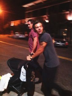 And Harry pushing Lux around Denver.... He's gonna be a good father<<< HE'S GOING TO BE A GOOD FATHER?! THAT'S ALL YOU CAN SAY?! WELL YOU CAN TAKE ME OUT OF THE OVEN CUZ IM SOOO DONE