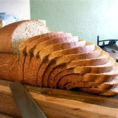 The best tips for bread machine bread. Find trusted bread machine recipes for white bread, wheat bread, pizza dough, and buns. Pan Gourmet, Best Bread Machine, Gluten Free Sandwiches, Wheat Bread Recipe, Bread Maker Recipes, Vegan Bread, Spelt Bread, Almond Bread, Sourdough Bread